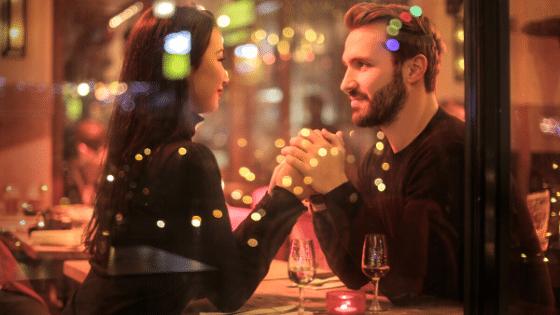 Hoe beslist een man of hij je nog uit vraagt voor een tweede date of een derde date?